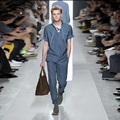2016 Diseño Único de Milán Pasarela de Moda de Los Hombres Material de Seda Camiseta Para Hombre Guapo Azul Cielo de Verano de Seda Camiseta