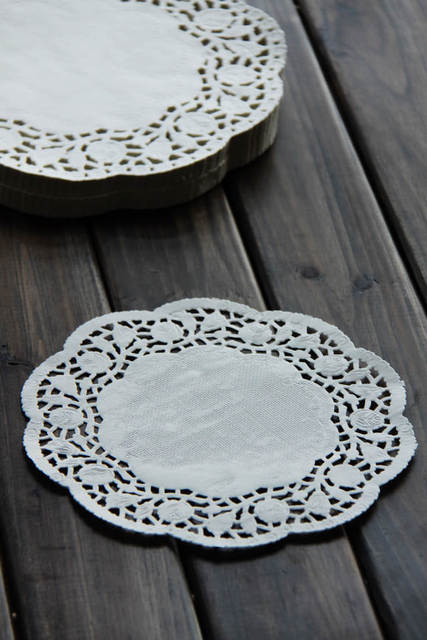 Free shipping 6 inches white flower lace paper pad for cake wholesale disposable embossed cakes & Free shipping 6 inches white flower lace paper pad for cake ...