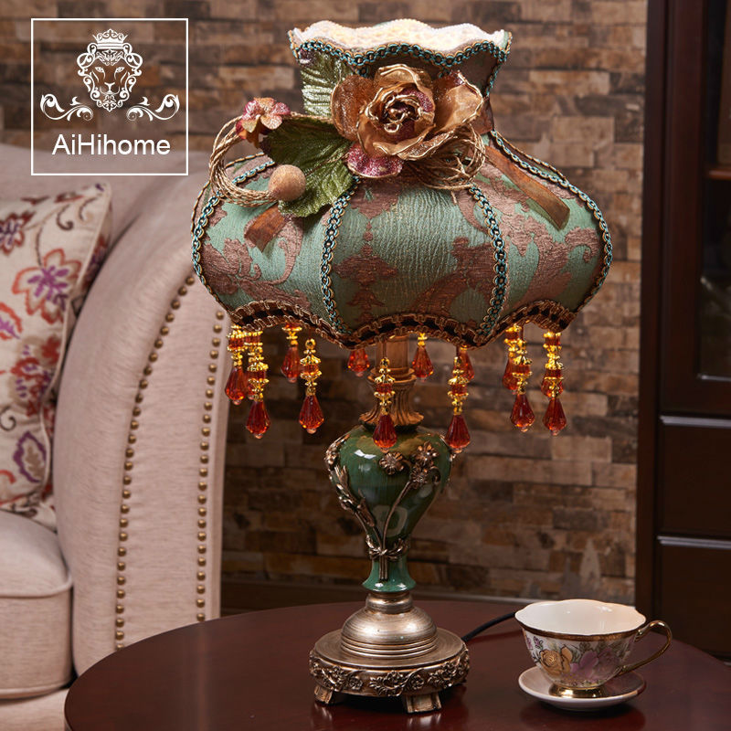 Luxury Vintage Green Lampshade Flower Desk Lamp Decoration Light with Resin Body for Bedroom Bedside Table A426 factory exports metal green eco friendly beautiful home decoration desk lamp ce