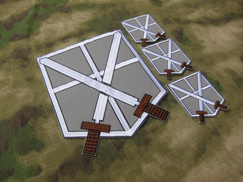 Fond gris noir design attaque sur Titan Corps d'entraînement deux couteaux dos du Corps broderie patch costume grand