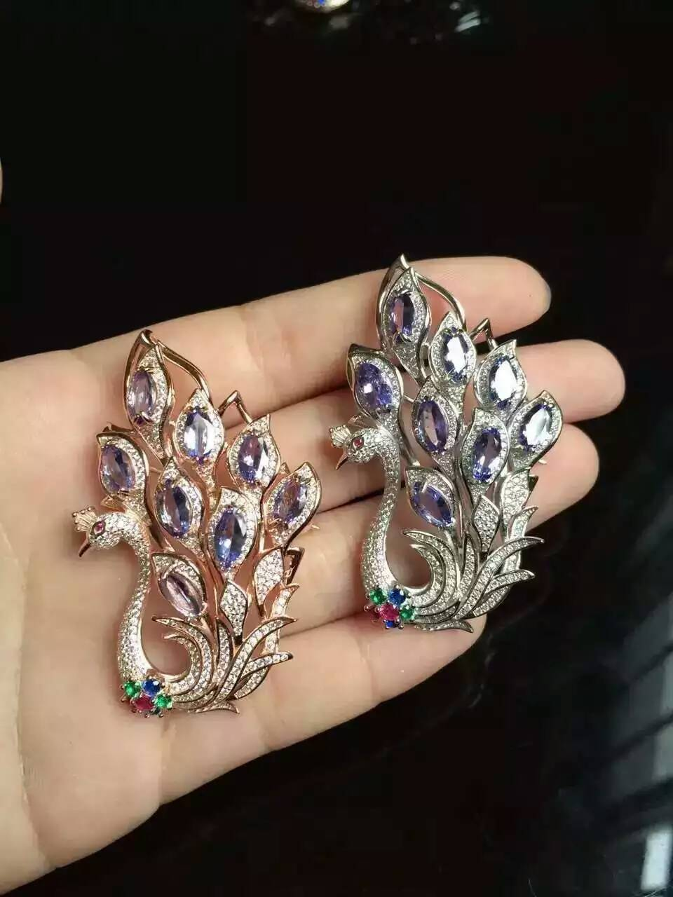 где купить Natural blue tanzanite brooch S925 silver Natural gemstone brooch Pendant luxurious peacock women two wears party fine jewelry дешево