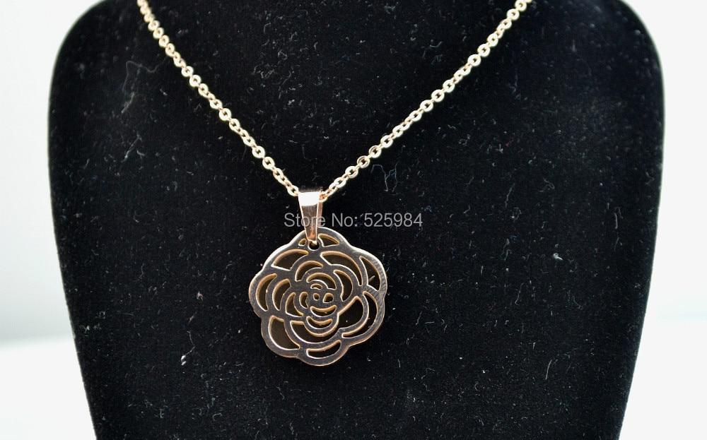 6ecb63b28ef7 ٩( ‿ )۶Corea moda colgante collar de titanio mujeres Rose Hollow ...