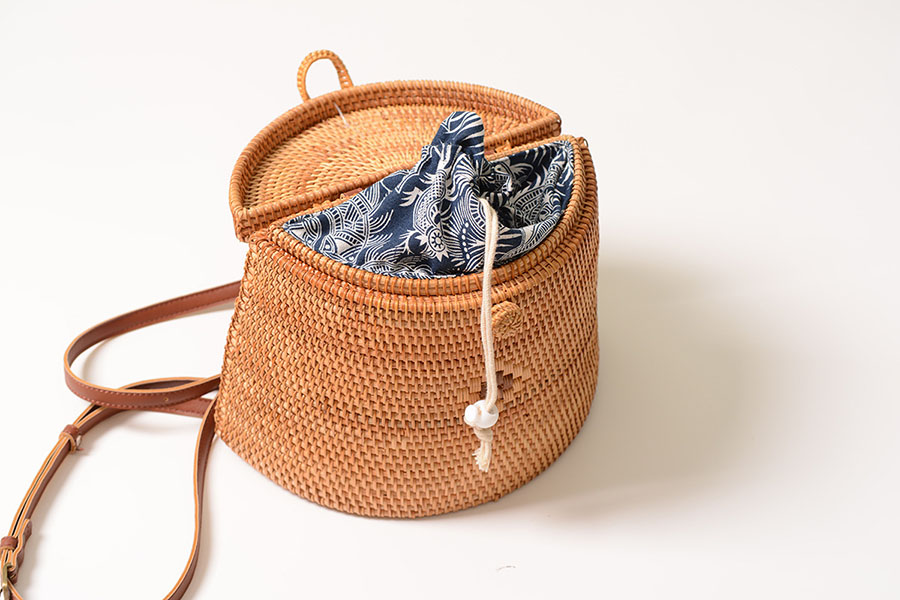 New Handmade Woven Rattan Backpacks Women PU Leather Bow Hasp Inside Blue Flowers Print Backpack Ladies Double Straps Bags B59