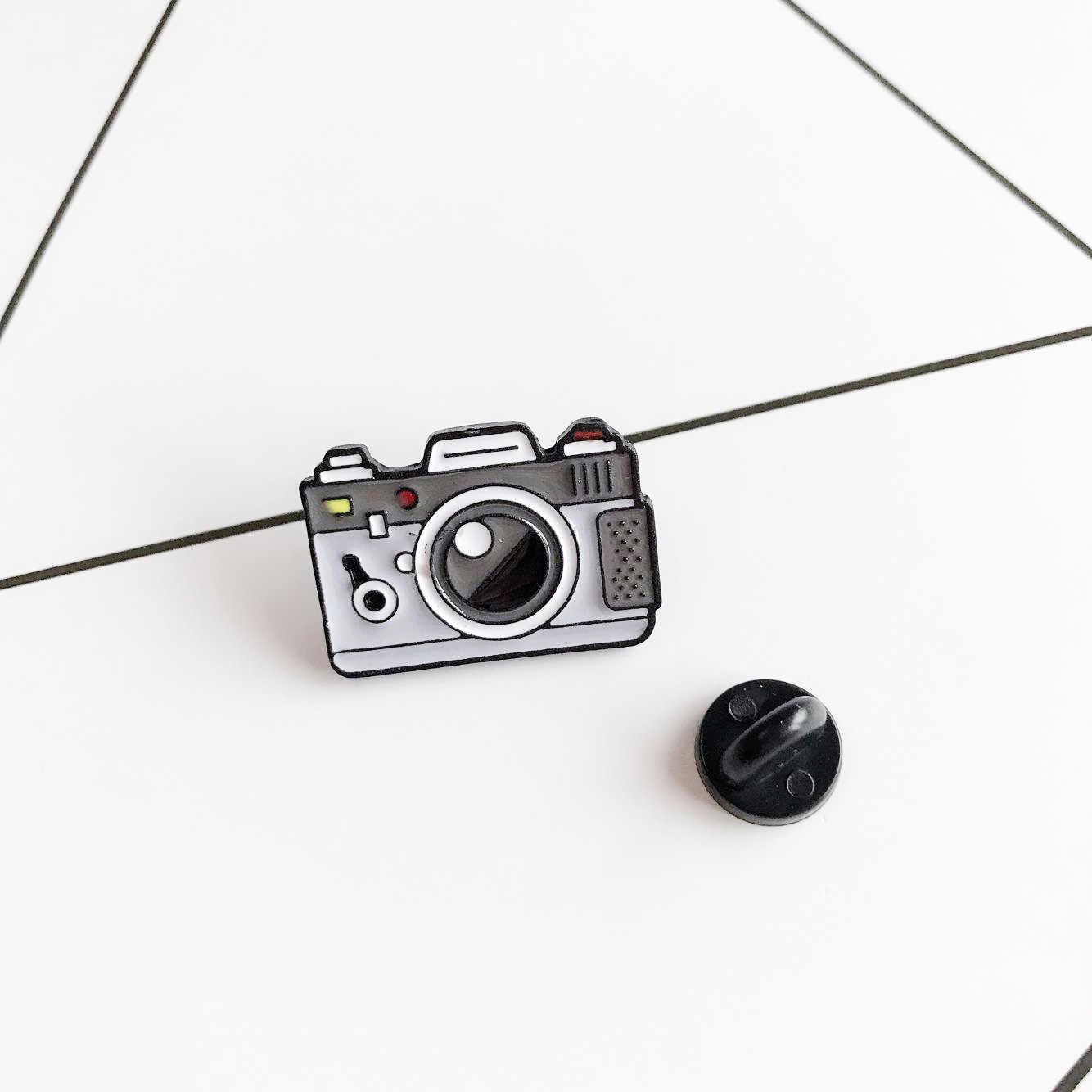 กล้องการ์ตูนเข็มกลัดสำหรับผู้หญิง 2 สีสายรุ้งดิจิตอลกล้อง Enamel Pins Coat หมวกกระเป๋าเป้สะพายหลังและเด็ก Badge ของขวัญ