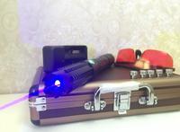 Высокая мощность синий лазерные указки 450nm горящая спичка/сжечь бумагу/сухой древесины/свечи/сигареты + защитные очки + чейнджер + подарочна