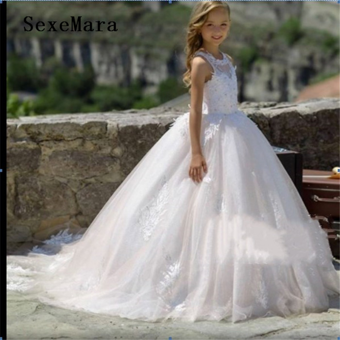 White Puffy Tulle Lace Applique 2019 Flower Girls Dresses for Weddings O Neck Ankle Length Girls Pageant Gown with TrainWhite Puffy Tulle Lace Applique 2019 Flower Girls Dresses for Weddings O Neck Ankle Length Girls Pageant Gown with Train
