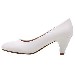 Image 3 - YALNN dojrzałe kobiety pompy wysokie obcasy buty skórzane 5cm med buty wysokiej jakości białe czarne czółenka damskie buty do biura