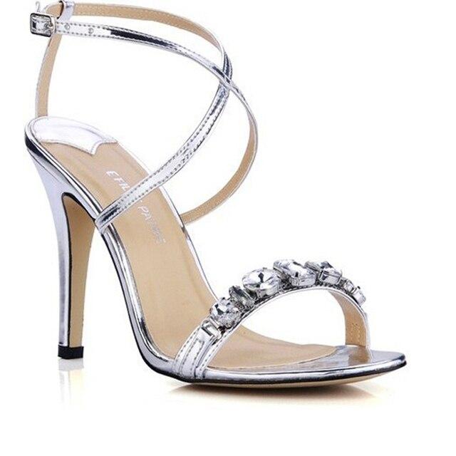 2e77900c1 Populares sapatos de salto Alto prata sandálias Brilhante diamante cinto  fino Cruz das Mulheres sandálias bombas
