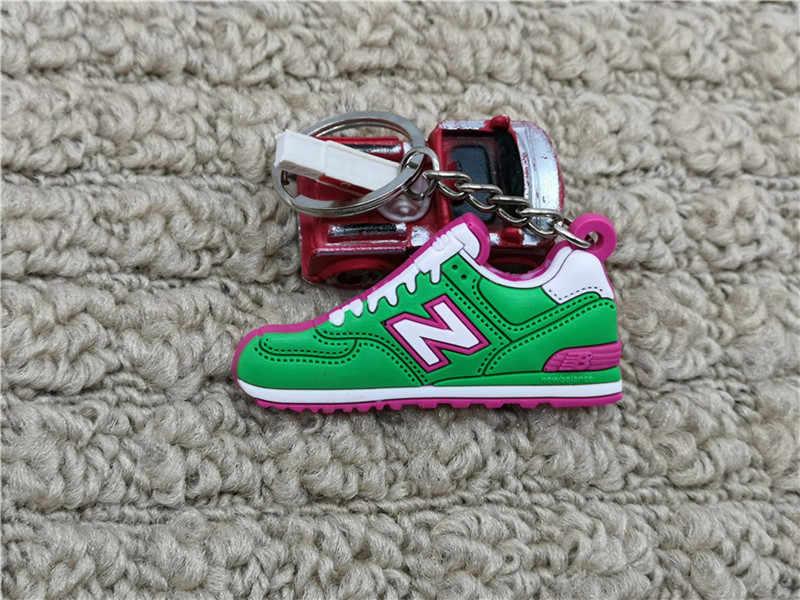 Moda lindo Mini silicona nuevo balancer 574 llavero regalos zapatillas llavero bolso encanto mujer hombres niños zapatos clave de la cadena