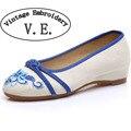 Старинные Вышивки Обувь весна новый вышитые Узел старого Пекина Китайских женщин синглов обувь холст Квартиры Плюс размер 41