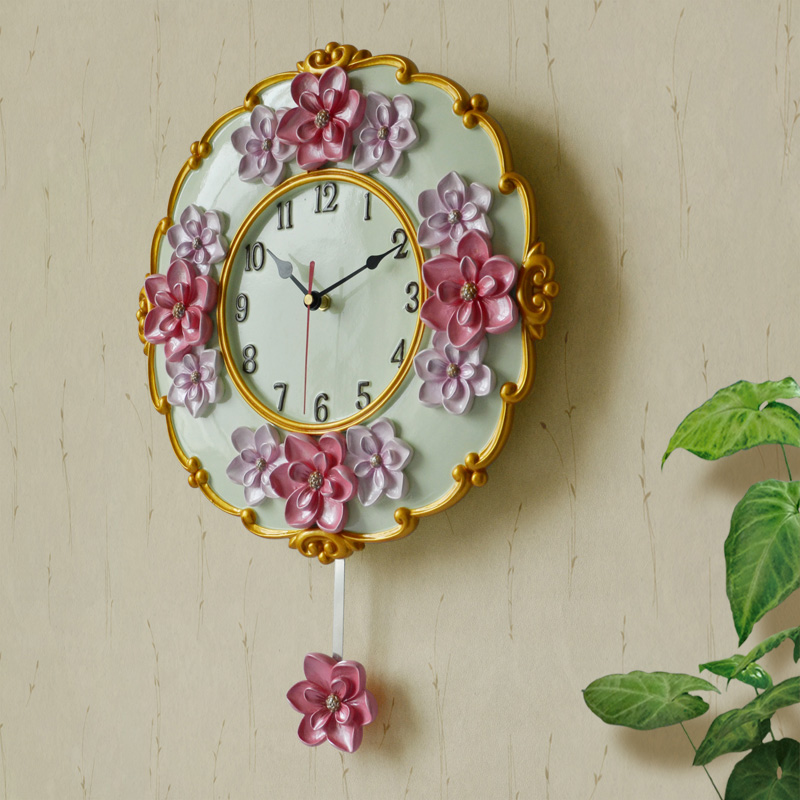 A family of European style wall clock pendulum resin garden living room bedroom creative fashion quartz watch