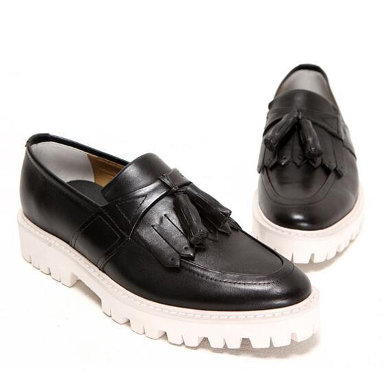 New Arrival Trend Men Flats Casual Slip-On Flat Platform Brogue Shoes Elevator Tassels Oxfords shoes Spring Male Loafers 1.9