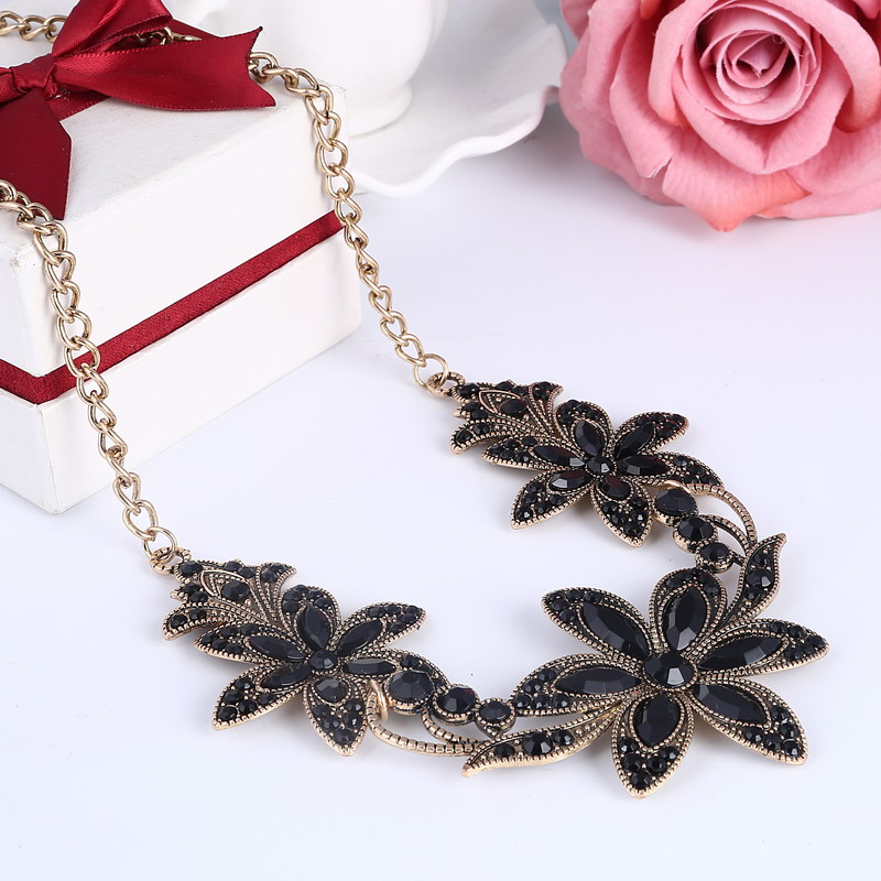 19 Fashion Designer Chain Choker Statement Necklace Women Necklace Bib Necklaces & Pendants Gold Silver Chain Vintage Jewelry 16