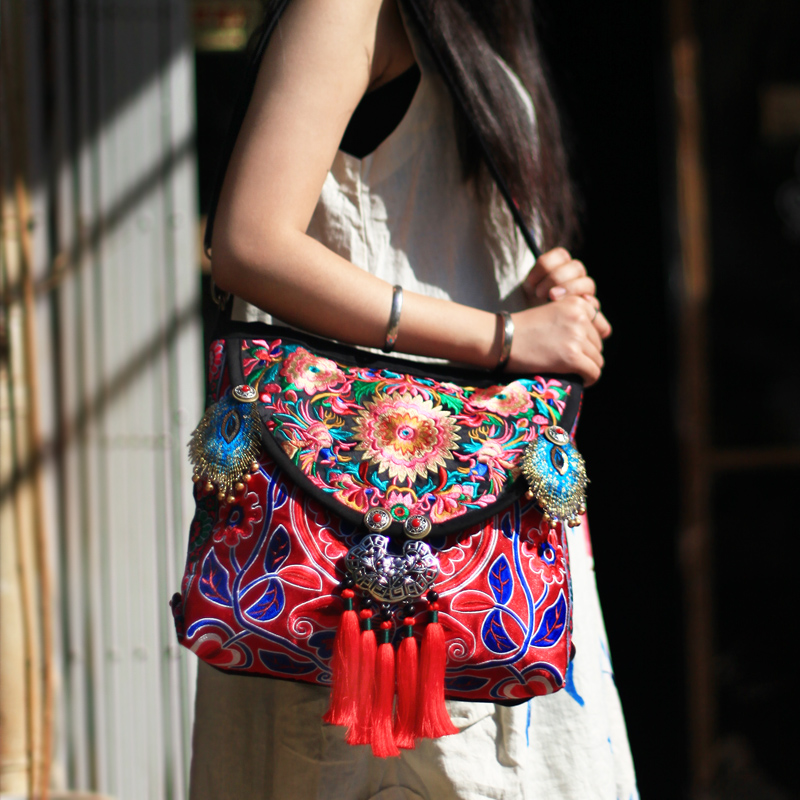 New arrival Hmong embroidered Women handbag Ethnic handmade tassel silver lock shoulder bags Vintage casual canvas travel bags original ethnic embroidered women handbag vintage handmade tassel shoulder bags black canvas casual large bags