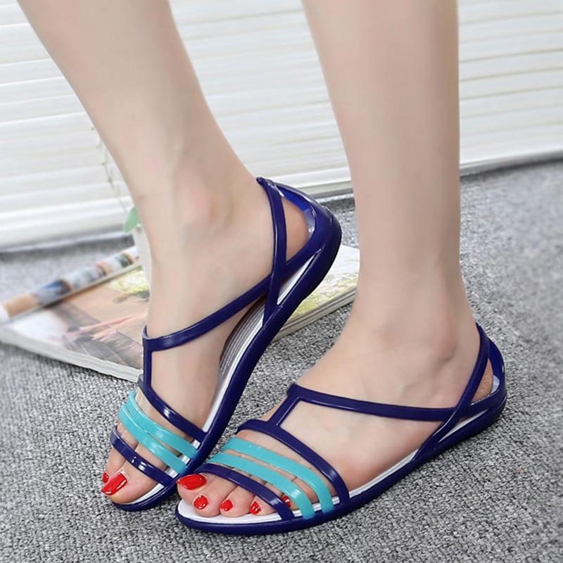 цена на Women Sandals 2018 Summer Candy Colors Women Shoes Peep Toe Stappy Rainbow Croc Beach Jelly Shoes