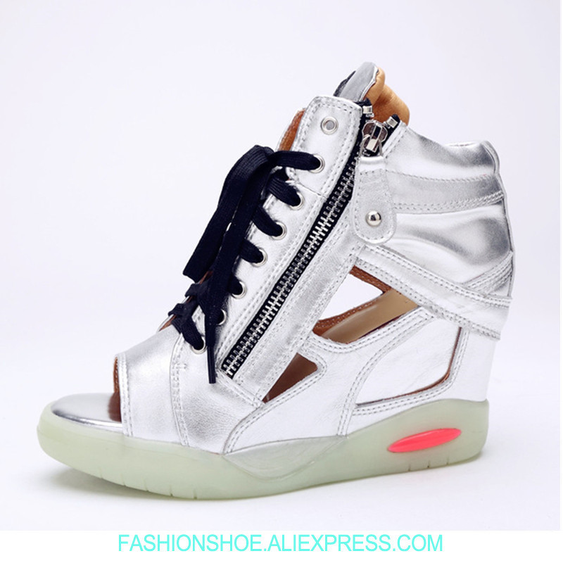 цены New 2018 Open Toe Flatform Wedges Women Sneakers Cutout Silver Metallic Summer Shoes Woman High Heel Platform Sneakers Sandals