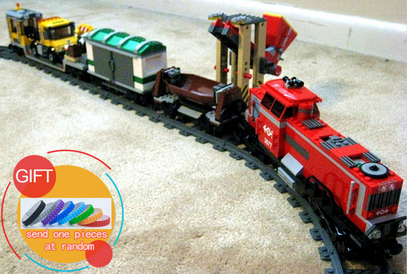 02039 898Pcs City Series The Red Cargo Train Set Compatible with 3677 Educational Building Blocks Bricks Gifts Toys lepin lepin 02082 new 829pcs city series the cargo terminal set diy toys 60169 building blocks bricks children educational gifts model