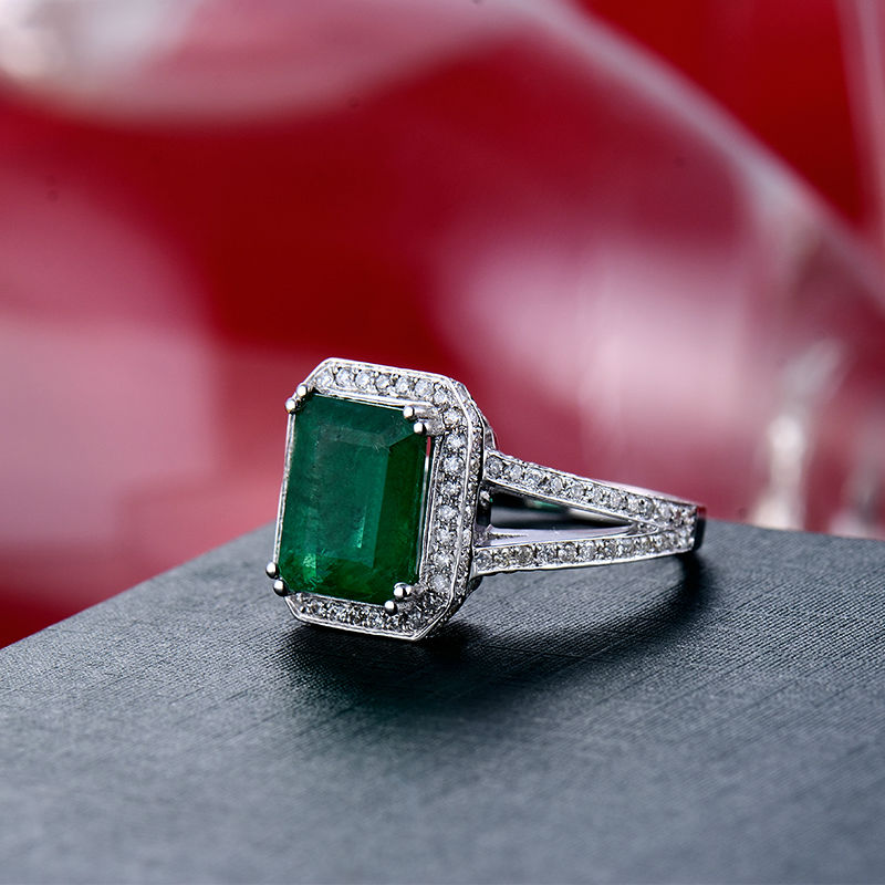 Vintage Emerald Cut 8x10mm Solid 18k White Gold Colombian Emerald