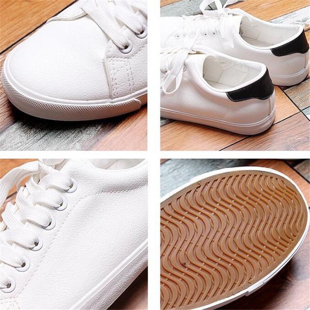 Wysokiej jakości Mężczyźni Buty wiosna jesień PU skórzane koronki up biały czarny styl światło oddychająca moda sneakers wulkanizowane buty