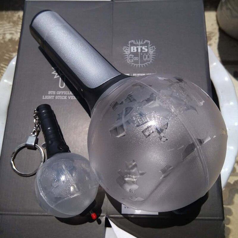 Prix pour K-pop Kpop Pare-balles Garçon Scouts BTS Album Bangtan Garçon Corée Armée Une Édition Limitée Ver. II Lampe De Concert Bâtons Lumineux Porte-clés