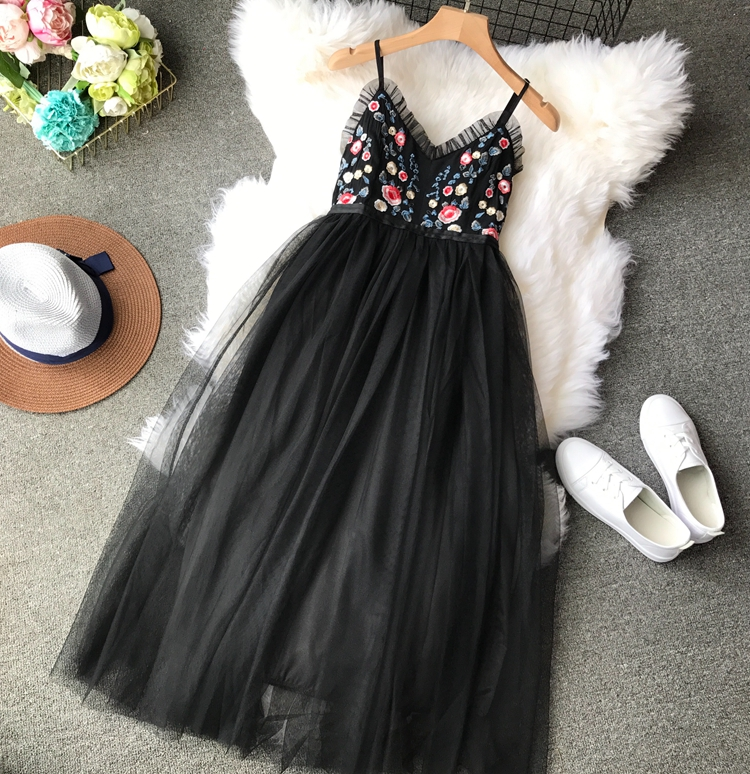 Summer 2018 Thin Strap Celebrity Party Dress V - Neck Sexy Backless Embroidery Flowers High Waist Mesh Ponchos Dress Woman Платье