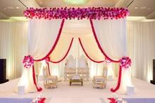 Auvent carré blanc pur/chuppah/tonnelle de 10ft x 10ft x 10ft avec le swag rouge pour la décoration de mariage, y compris le drapé et le support