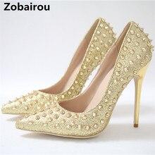 Zapatos mujer; коллекция года; блестящие летние вечерние туфли-лодочки на высоком каблуке с шипами и шипами; модельные туфли золотистого цвета с заклепками; женская обувь; zapatos