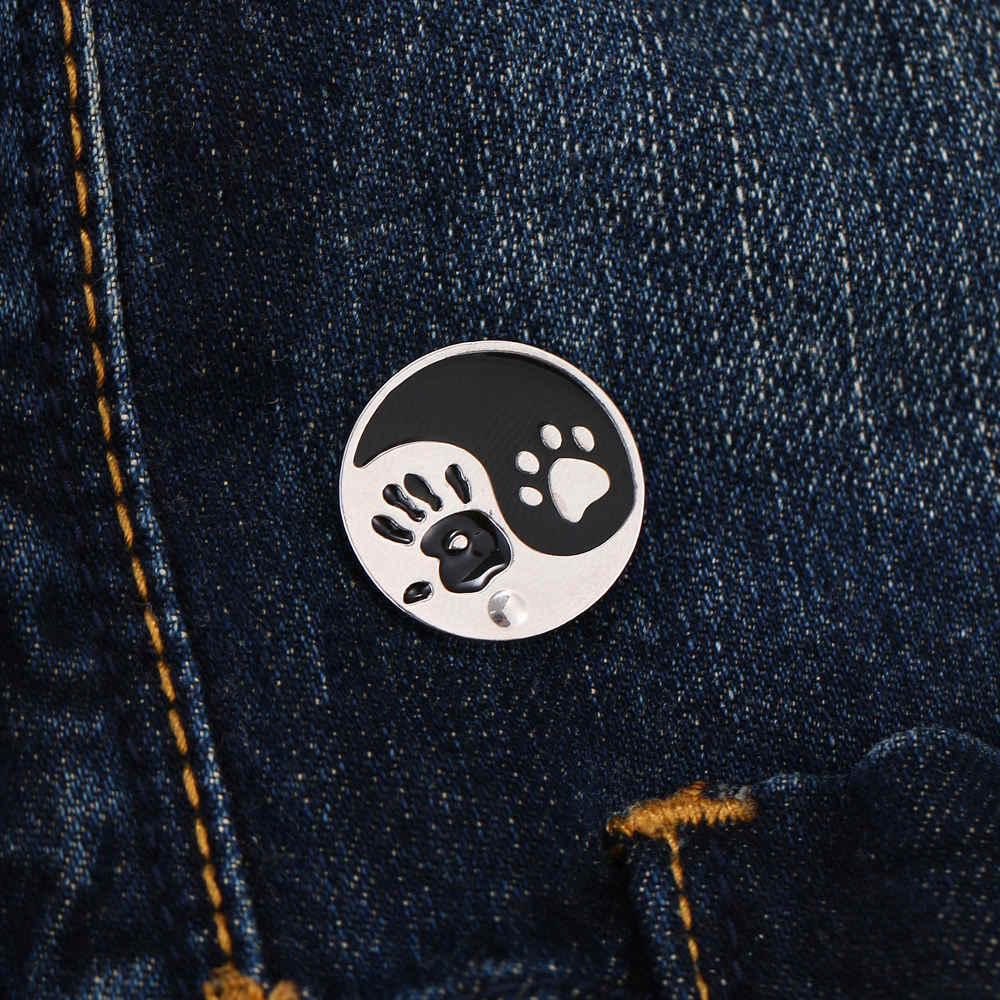 Hot Kartun Kreatif Anjing Cakar Bros Putih Hitam Enamel Pin Tombol Mantel Jaket Kerah Pin Lencana Perhiasan Hadiah