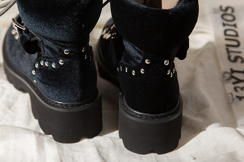 woman dr martin boots (22)