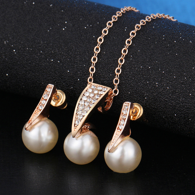 Imitation Pearl Jewelry Set with Rhinestones Necklace and Earrings