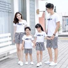 Комплект для мальчиков и девочек; белая футболка с принтом рыбы и полосатые шорты; одинаковые комплекты для семьи; семейные летние комплекты для мамы, папы, дочери и сына