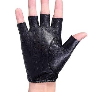 Image 4 - 2018 新メンズ · レディース指革手袋黒シープスキン手首ミトン屋外ハーフフィンガー機関車ドライビンググローブ AGB645