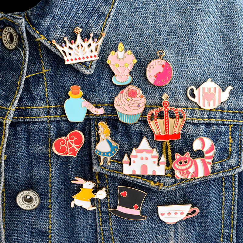 цена 14PCS/SET Alice in Wonderland Enamel pin set Brooch set Cat Tea cup Alice Crown Tea pot Palace Alice in Wonderland jewelry