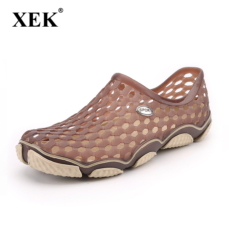 XEK 2018 Men Sandals Summer Cool Fashion Man Casual EVA Soft Beach Shoes Light Chinese Flat Axoid shoe hole sandals ST274