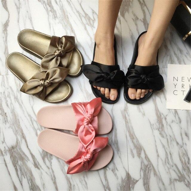 27b1691a4 Rihanna Slides Meninas Doces Chinelos Sapatos Borboleta-nó Plana Praia Seaside  Mulheres Zapatos Mujer Deslizar