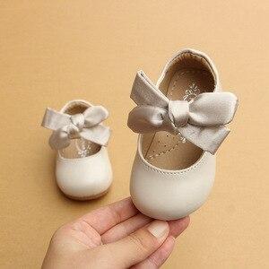 2017 г., осенняя новая детская обувь для маленьких девочек с бантом из ленты на мягкой подошве, обувь для вечеринок для маленьких девочек в сти...