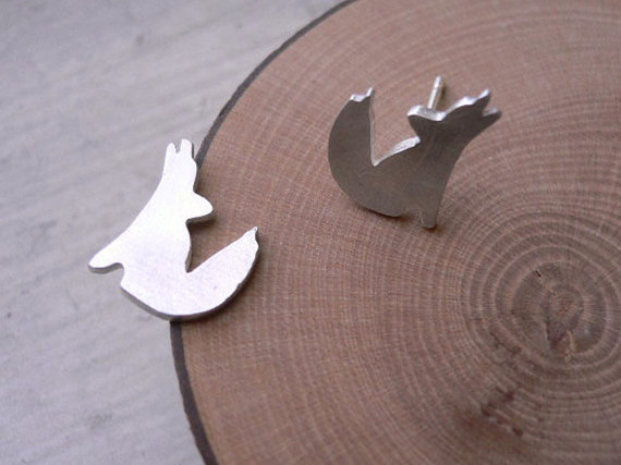Shuangshuo Coyote Stud Earrings for Women Howling Wolf Silhouette Earrings Female Puppy Animal Earrings pendientes hombre ED073