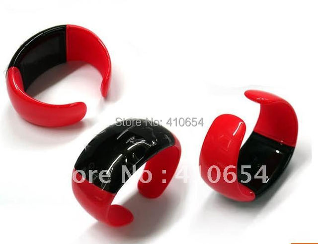 new Imitation of Pirates mobile phones watch bluetooth Vibrating Bracelet