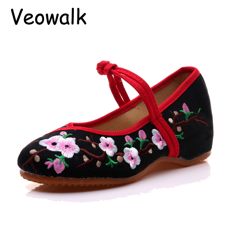 Veowalk New Arrival Old Peking Women's Shoes Chinese Flat Heel With Flower Embroidery Comfortable Soft Canvas Shoes Plus Size 41 nk 1967 old peking women s shoes chinese flat heel breathable comfortable soft cotton fabric old women mother casual flat shoes