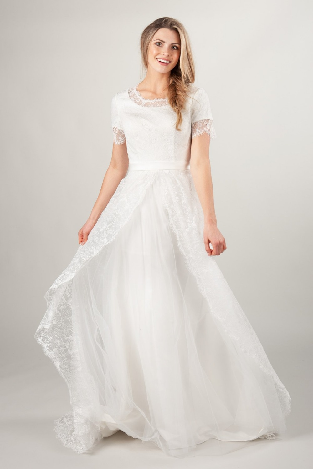2019 New A Line Lace Tulle Long Modest Wedding Dresses With Short