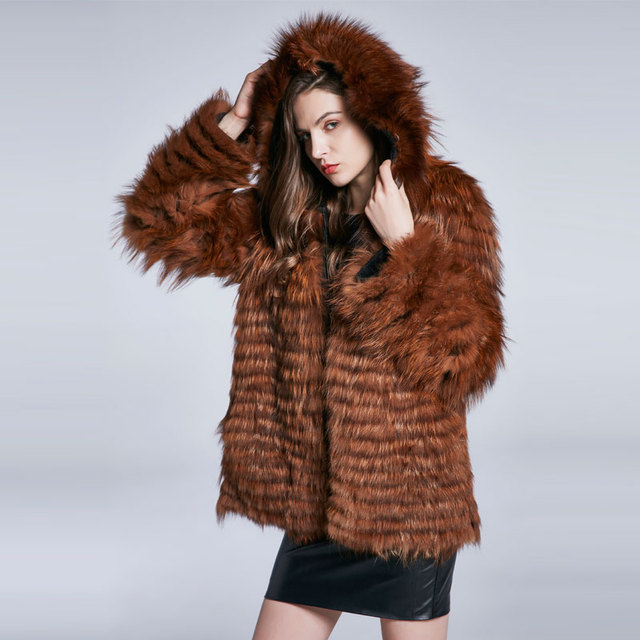 Winter Women's Coat Natural Fur Coat Raccoon Fur Coat Furry Leather Coat Fashion Warm Zip Cap Long Sleeve 2018 New Discount Sale