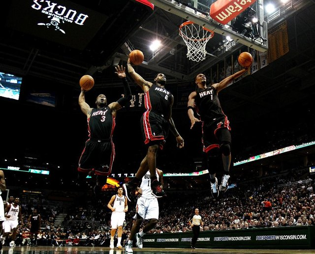 new style fba05 98c39 F0699 24x30 inches Lebron James LBJ King Witness Big Three Miami Heat Dunk  Basketball Canvas Posters