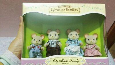 mouse dog family  mini size Sylvanian Families  Figures Anime Cartoon figures, Toys Child Toys gift комлев м как уберечь себя от бед больших и малых