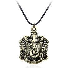 Бесплатная доставка, школьный значок Slytherin House Crest булавка, кулон, ожерелья в форме змеи, модные кожаные ювелирные изделия, аксессуары унисек...