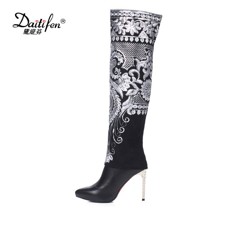 Daitifen Зимние черные сапоги цветы Вышивка на молнии сапоги из натуральной кожи Женская обувь с острым носком на высоком каблуке выше колена