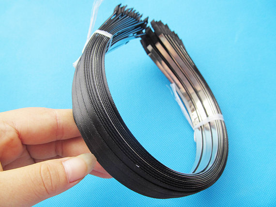 100 pcs 5mm szeroki metalowy z pałąkiem na głowę Hairband wisiorek urok znalezienie, naklejane czarna wstążka zewnętrzna, DIY moda akcesoria do tworzenia biżuterii w Wykończenia i elementy biżuterii od Biżuteria i akcesoria na  Grupa 3