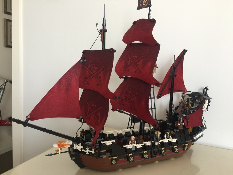 LEPIN 16009 4160pcs Movie Series Queen Anne's revenge Pirates of the Caribbean Building Blocks set Bricks For Children 4195 lepin 16009 caribbean blackbeard queen anne s revenge mini bricks set sale pirates of the building blocks toys for kids gift