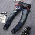 Phoenix Bordado Jeans Para Hombre Light Wash Biker Jeans Homme Slim Fit Straight Denim Pantalones Famoso Diseñador de la Marca Jeans Hombres P12