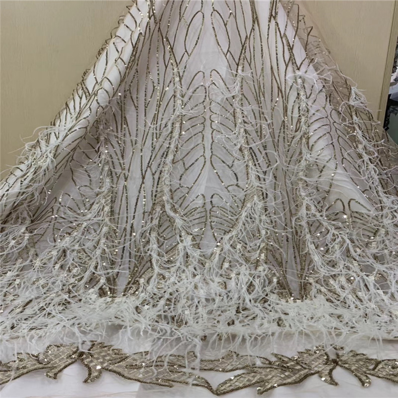 Tissu de dentelle africaine 2018 tissu de dentelle fait main nigérian de haute qualité avec plumes blanches et dentelle de paillettes d'or