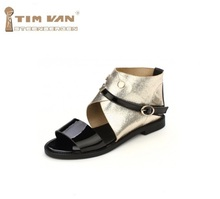 De las nuevas mujeres de moda de verano sandalias planas de punta abierta decoración del remache bloque de color hebilla de metal de gran tamaño, más 40-43